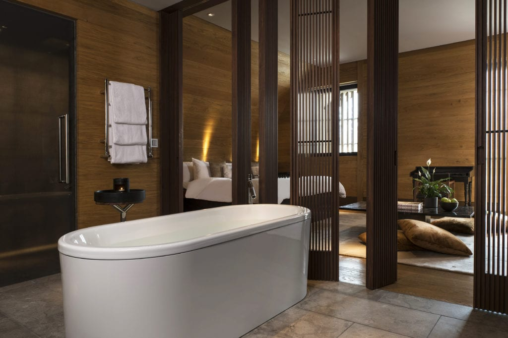 Deluxe Room and en-suite Bathroom The Chedi