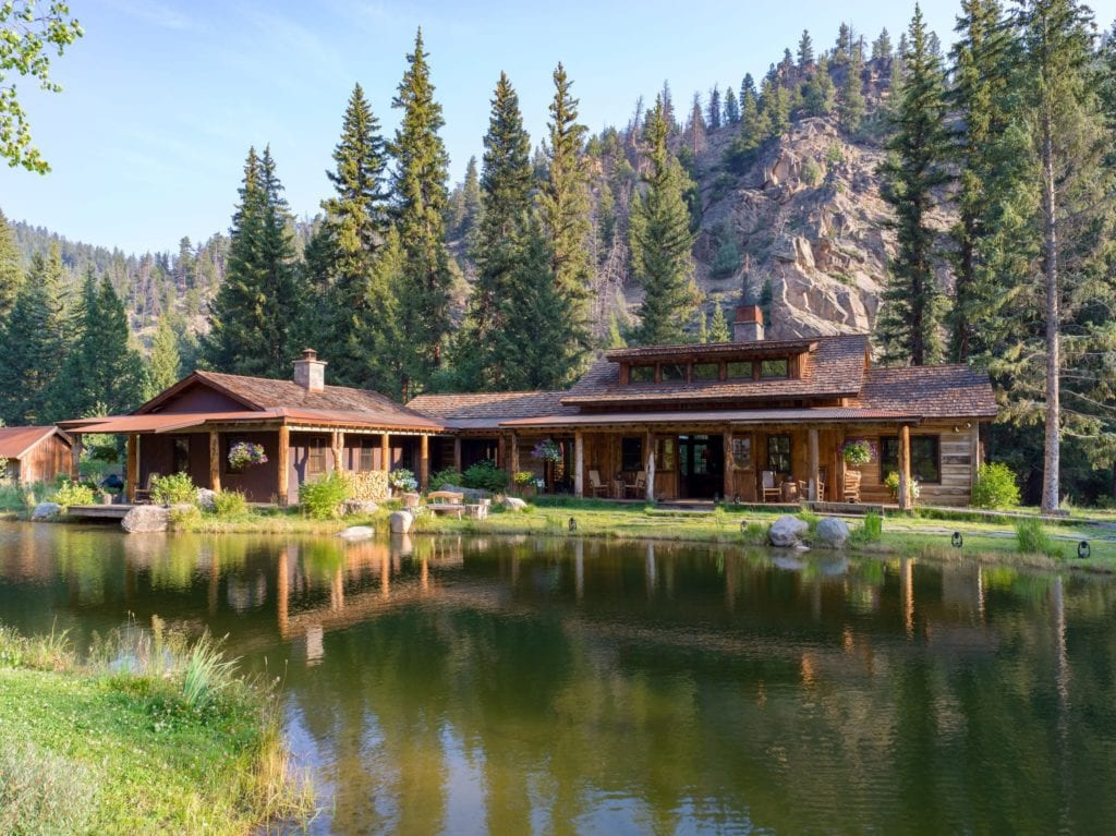 Exerior of Taylor River Lodge and Lake Colorado USA