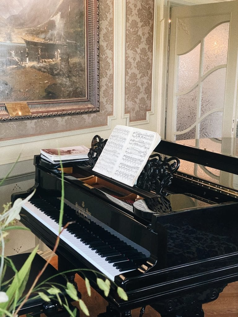 Piano at Hotel Union Oye