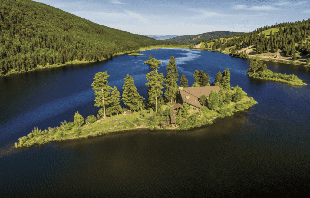 Island View with Lodge Paws Up Montana North America