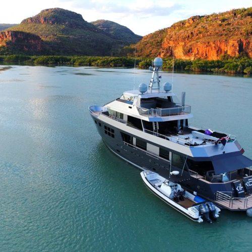 akiko motor yacht exterior