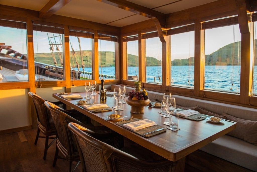 amandira yacht indonesia dining