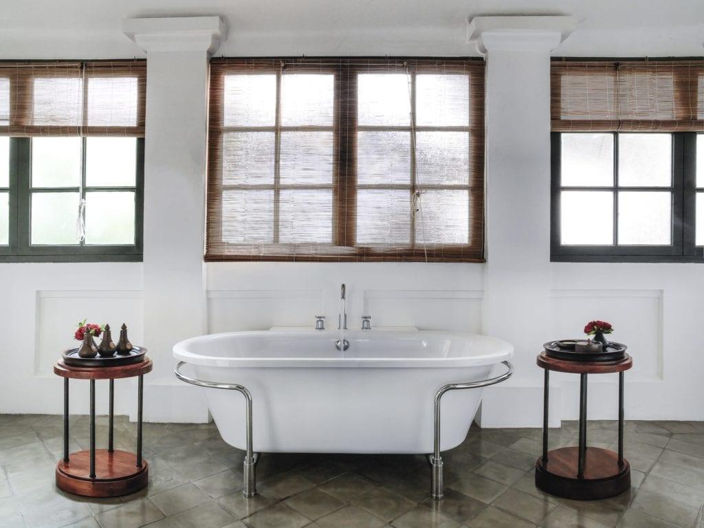 pool suite bathtub amantaka