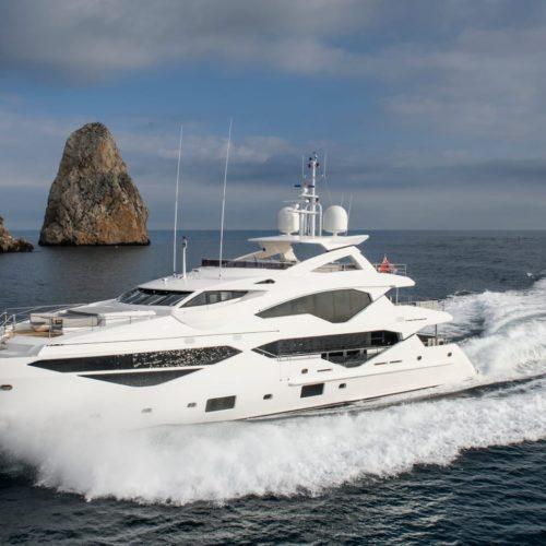 berco voyager motor yacht exterior hero