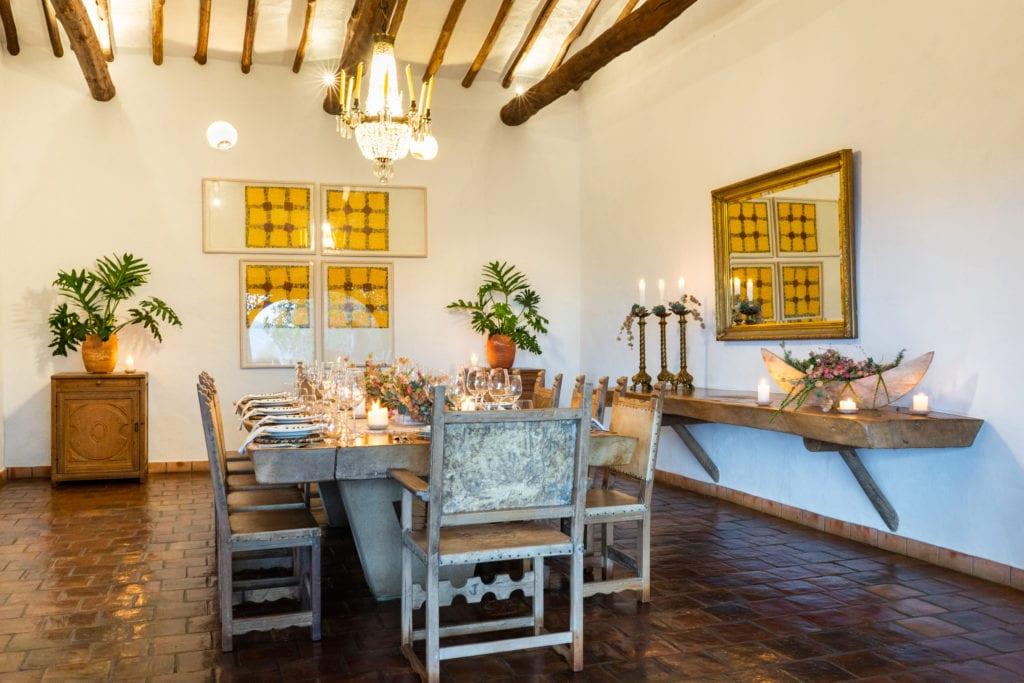 Dining table in Casa del Presidente