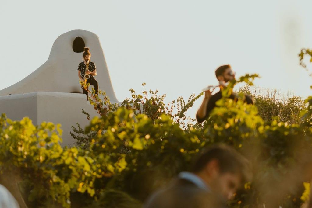 outdoor musicians at Cavas Wine Lodge