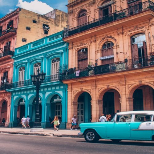 HERO Colourful streets of Cuba
