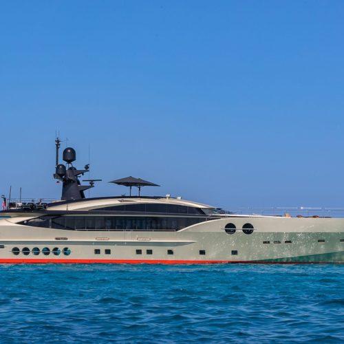 db9 yacht charter pelorus