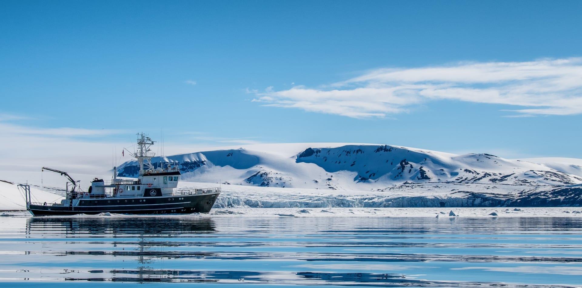 kinfish motor yacht svalbard exterior hero