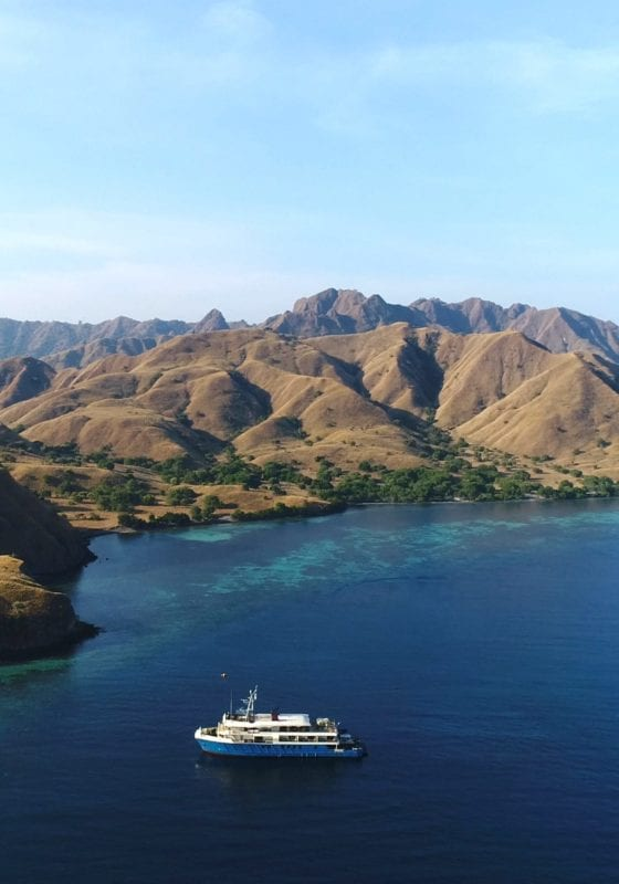 kudanil explorer yacht komodo national park
