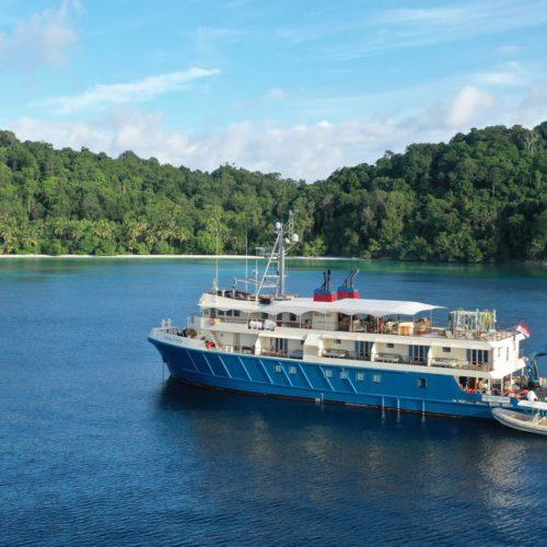 kudanil explorer yacht raja ampat