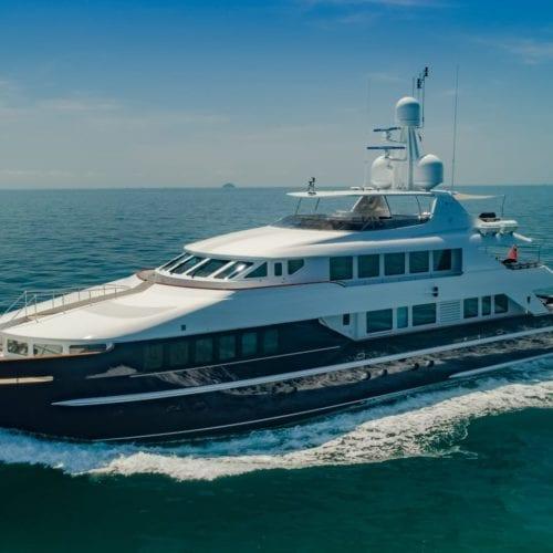 lady azul motor yacht exterior