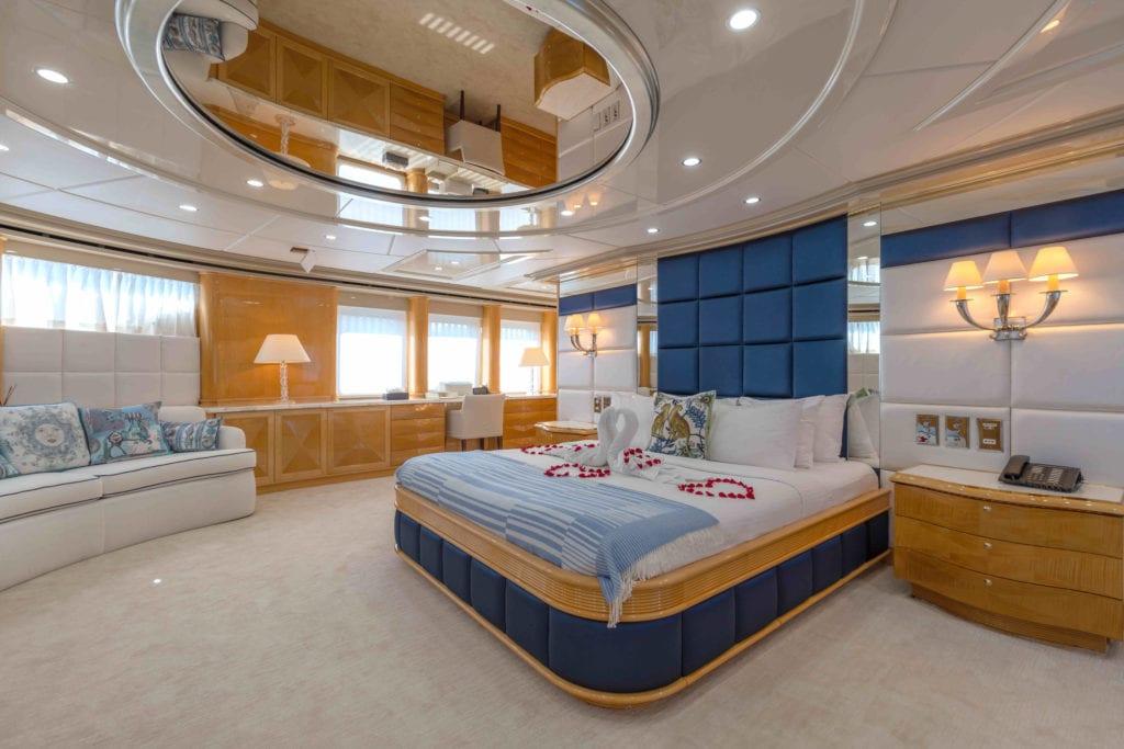 Lady Azul Yacht Master Cabin