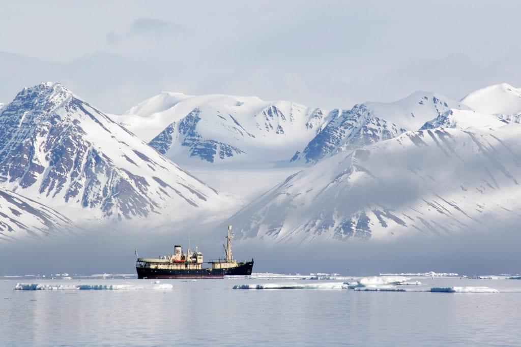 Longyearbyen Svalbard Yacht Mountains