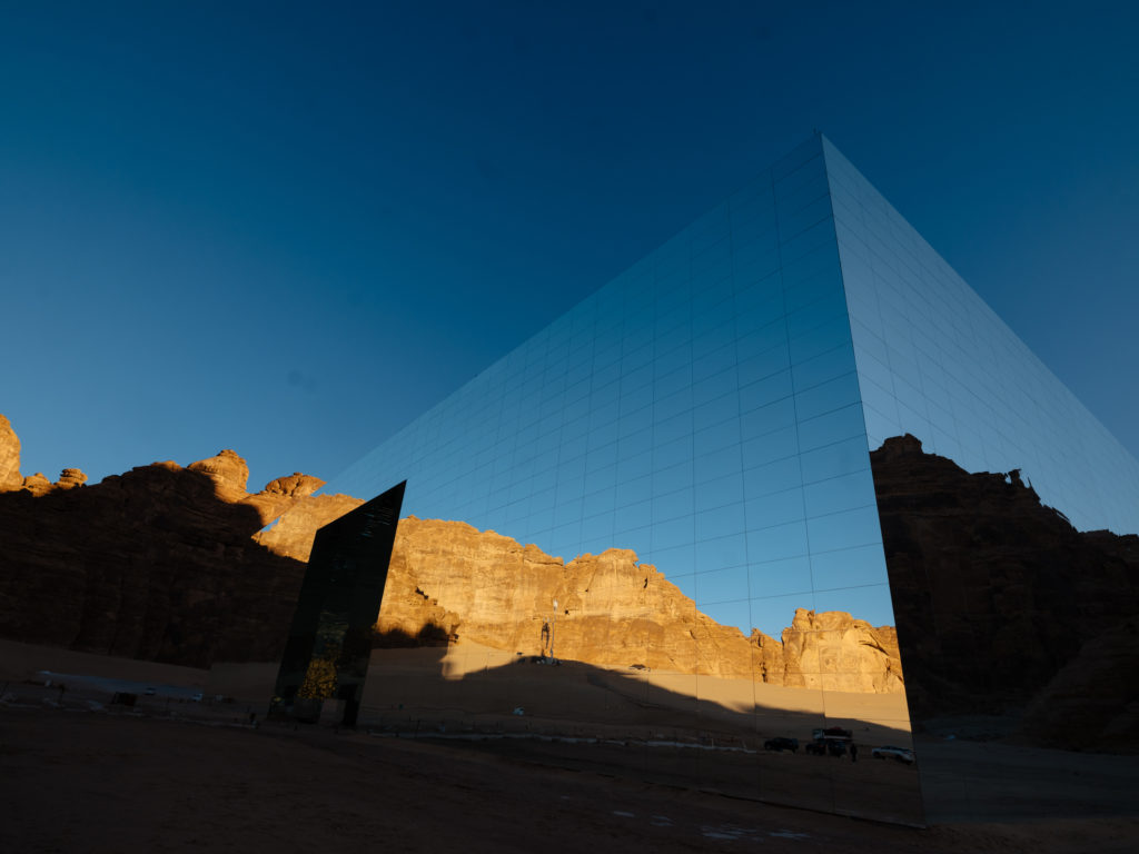 Largest mirrored building in the world, Saudi Arabia