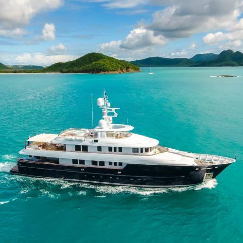ocean's seven yacht underway