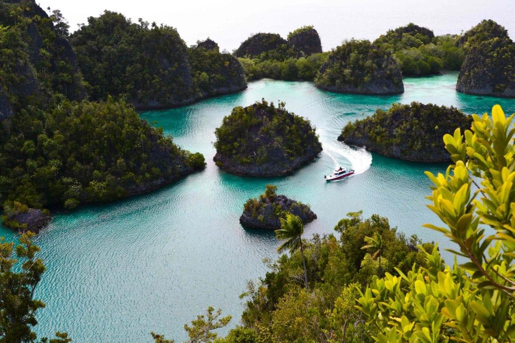 Raja Ampat Islets Boat Pelorus Indonesia