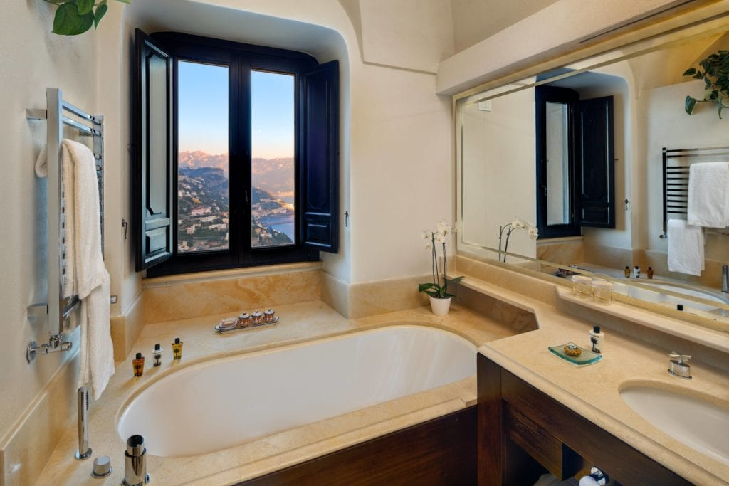 Amalfi Monastero Santa Rosa Bathroom
