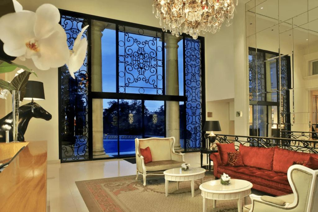 France Mont Royal Lounge