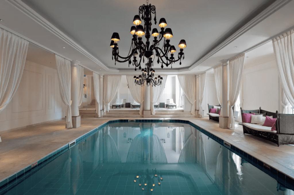 France Mont Royal Pool