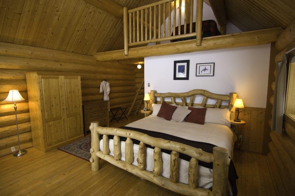 Canada Tweedsmuir Park Lodge Bed Interior