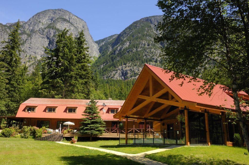 Canada Tweedsmuir Park Lodge Exterior