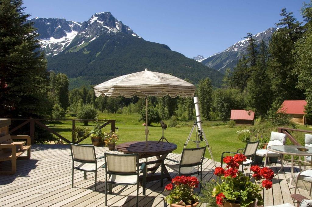 Canada Tweedsmuir Park Lodge garden mountain view