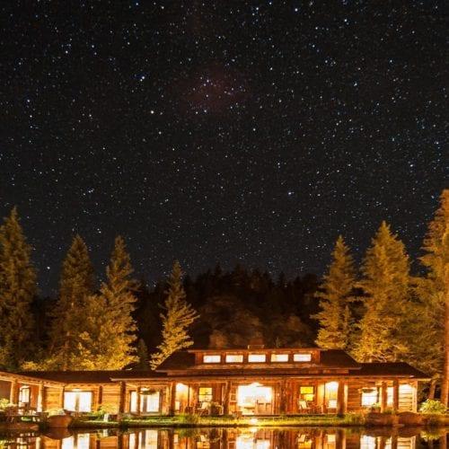 HERO Colorado Taylor River Lodge Exterior Night