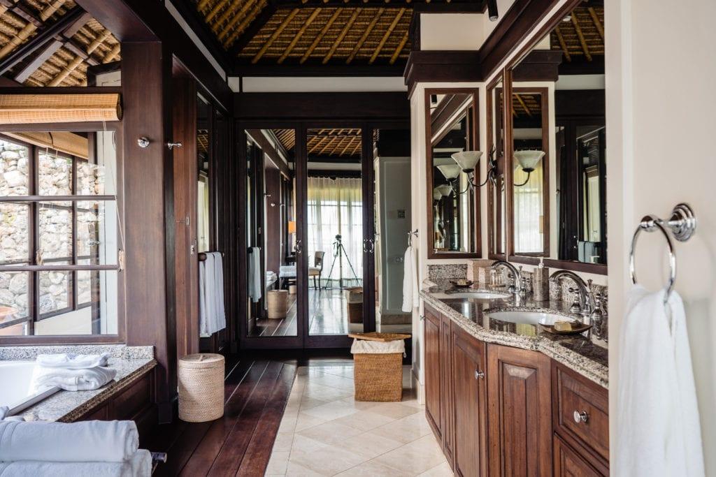 bedroom bathroom fregate island