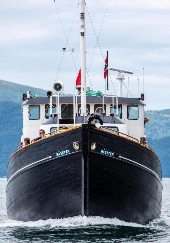 hms gassten yacht exterior bow