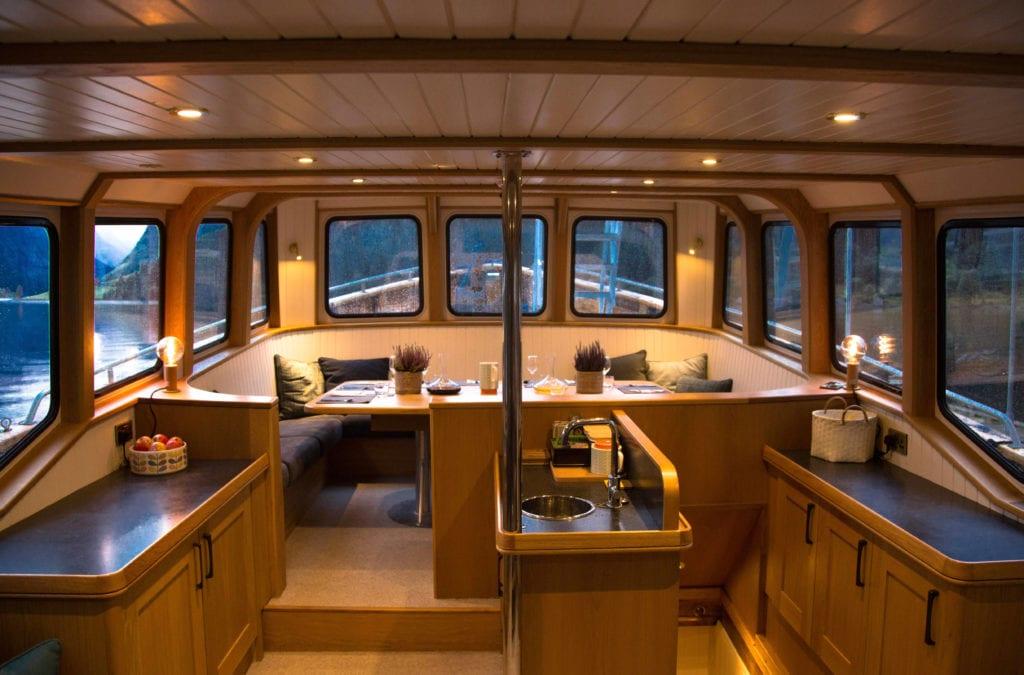 hms gassten yacht saloon