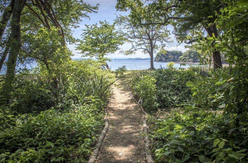 path to beach kasiiya papagayo