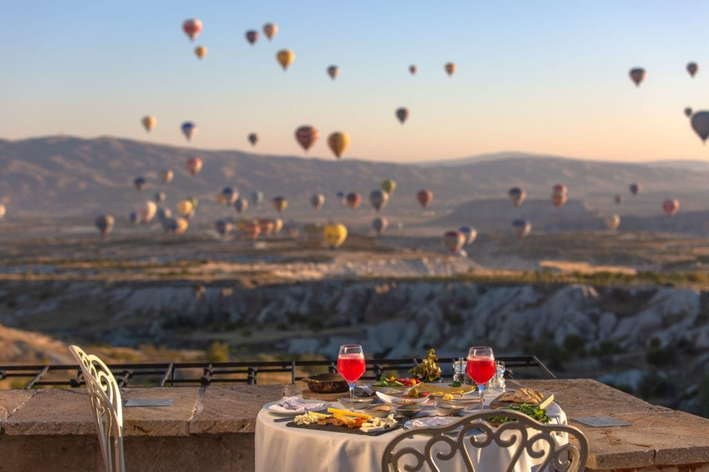 museum hotel dining table hot air balloons