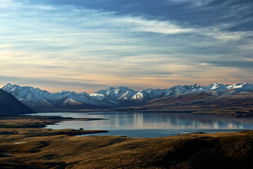new zealand landscape mountains water