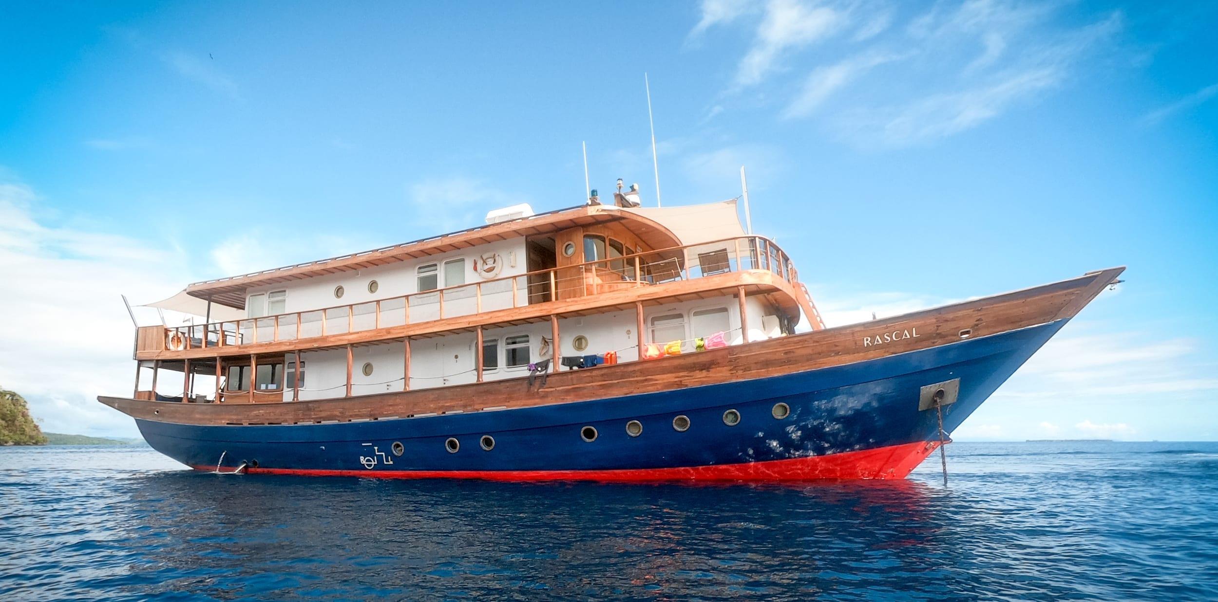 Rascal Yacht Exterior Profile