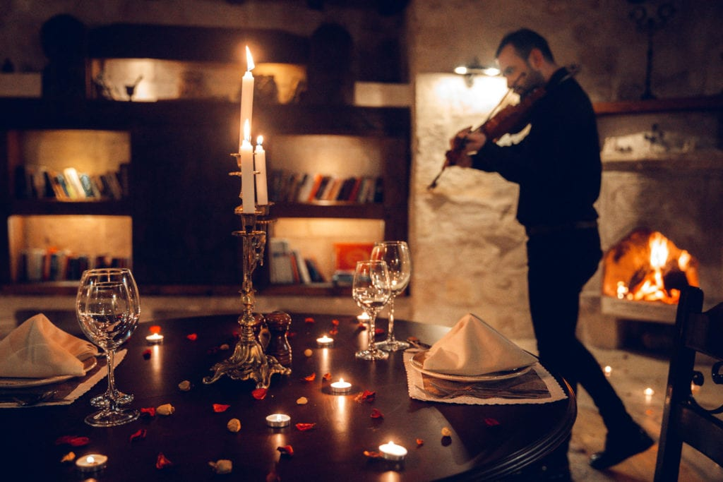 violinist dining experience sultan cave suites turkey