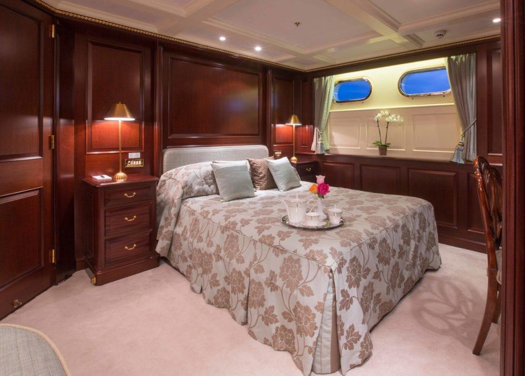 Double cabin onboard Teleost