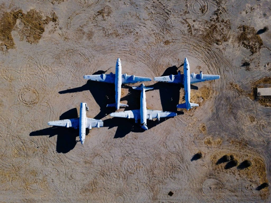 The game with pelorus planes in the desert