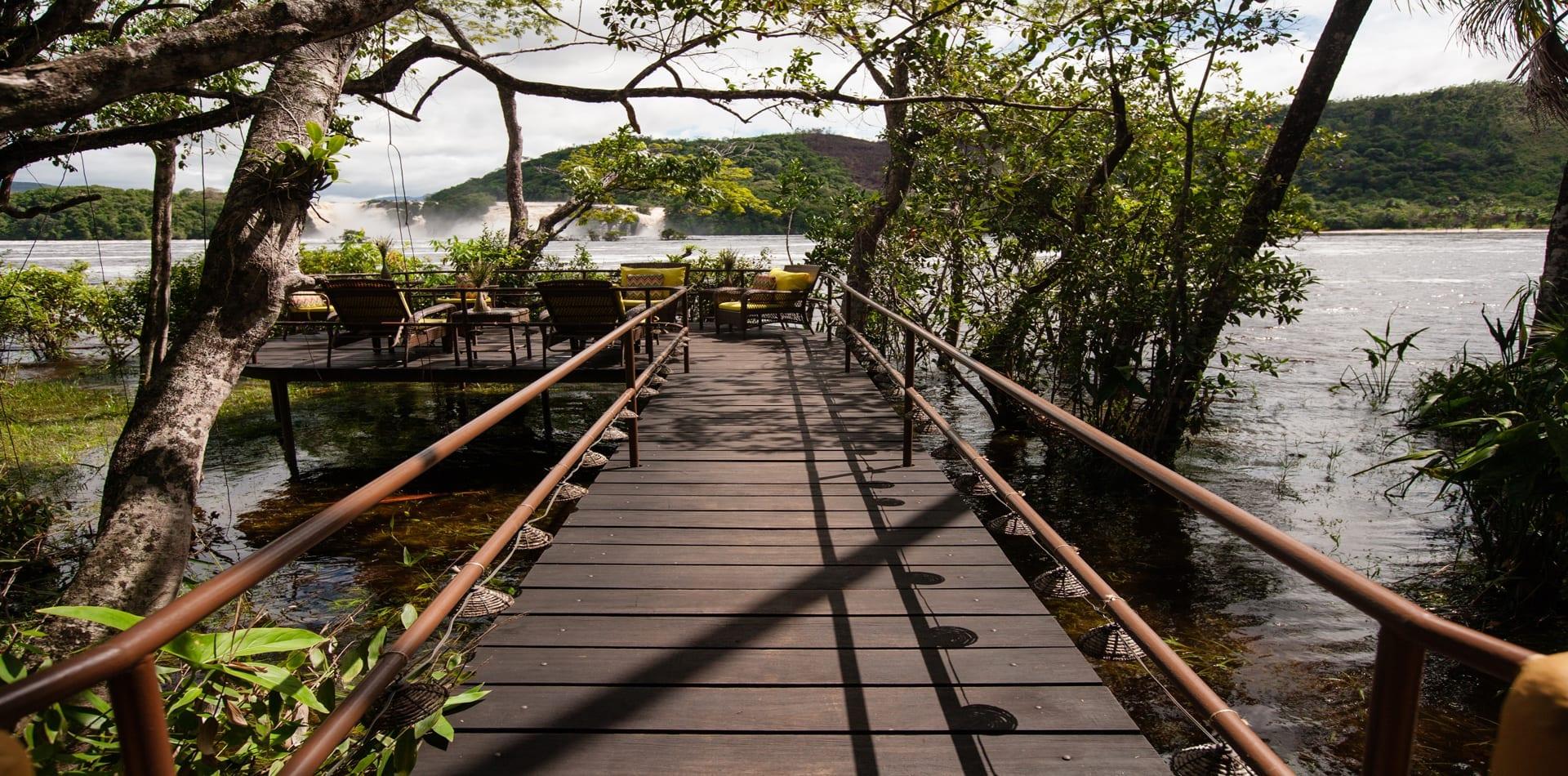 wakü lodge venezuela wooden footbridge