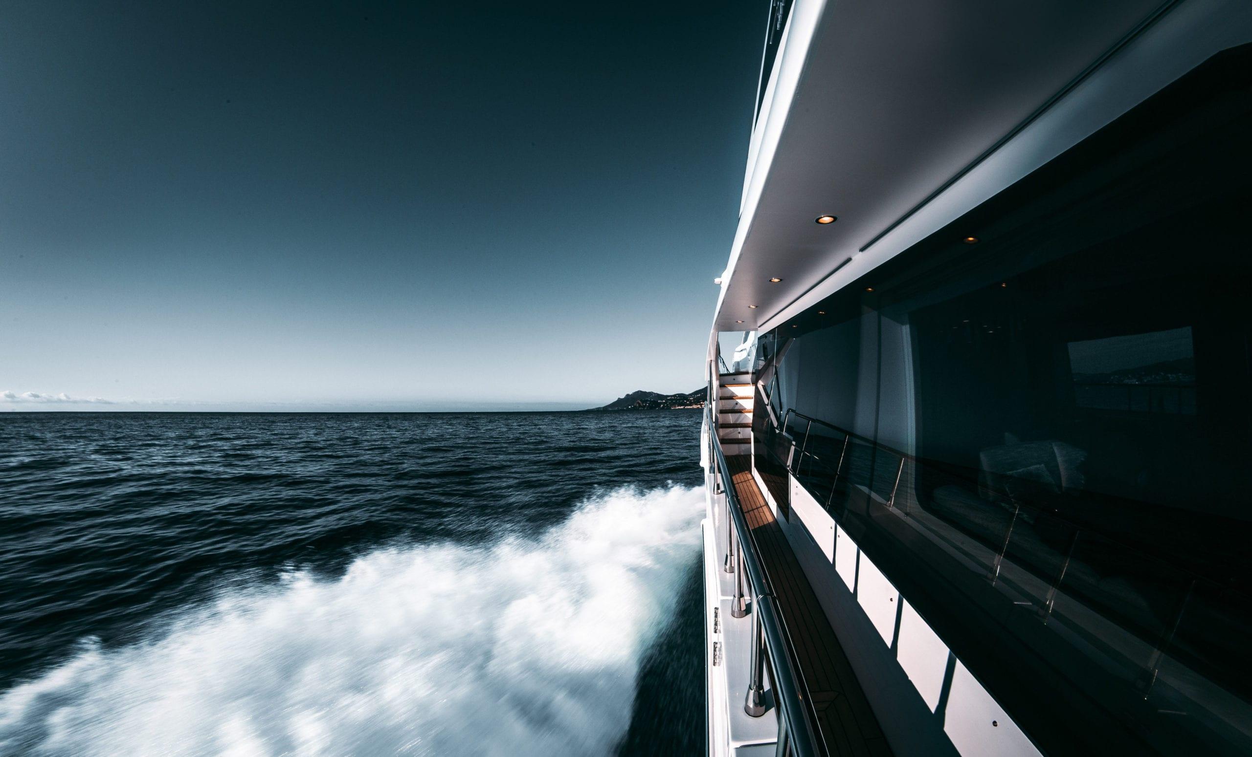 yacht running ocean pelorus