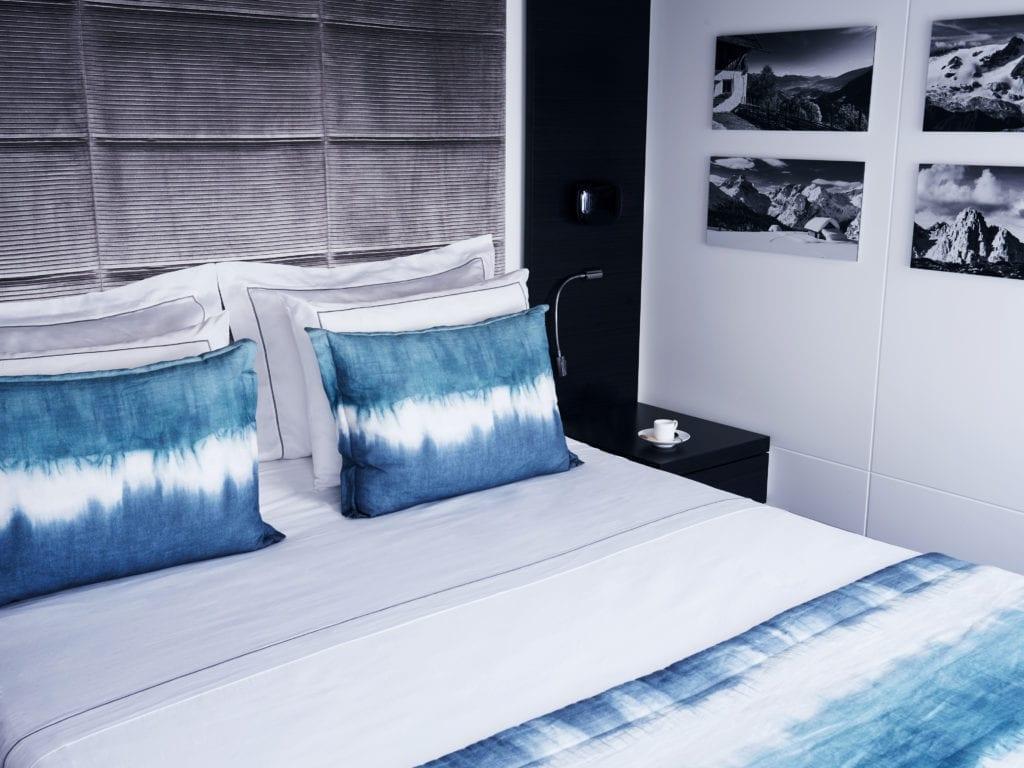 double bedroom blue deer sea lodge italy