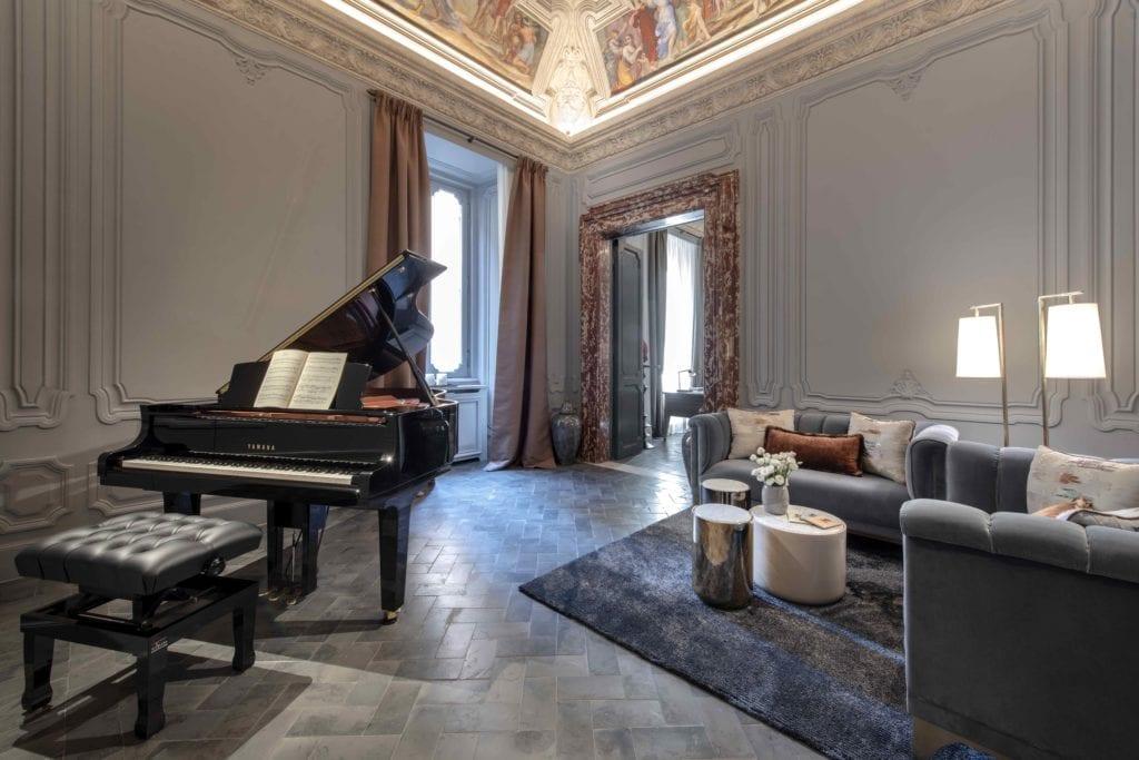 holy deer city lodge music room grand piano
