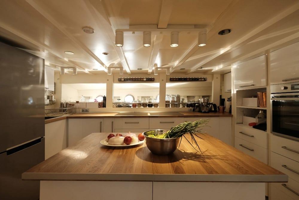 Kitchen on board Alexa J
