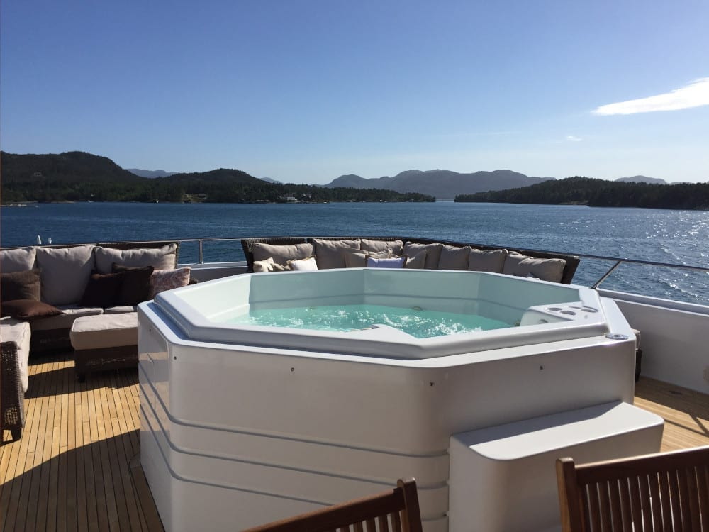 Jacuzzi on Daydream's upper deck