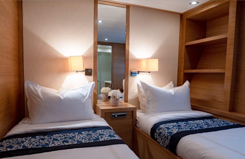 Twin bedroom on board Hummingbird