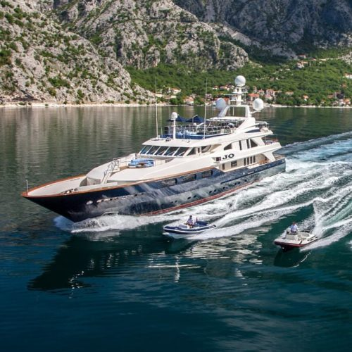 Exterior of Jo with jet skis alongside