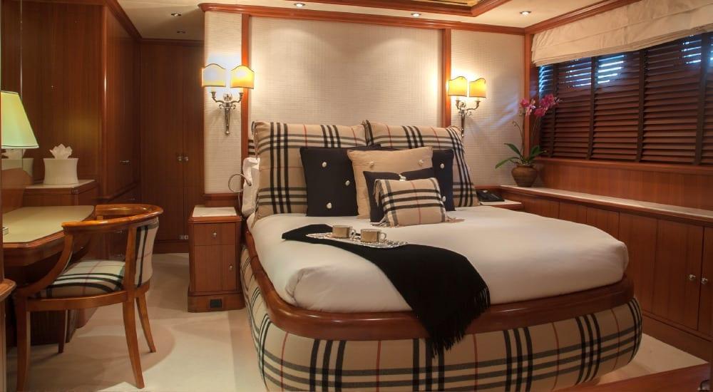 Bedroom on board Jo