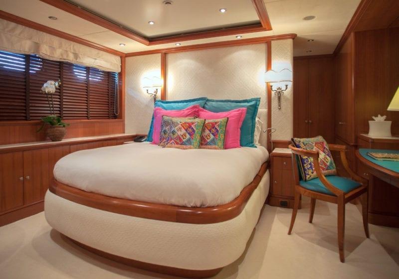 Comfortable double bedroom on Jo