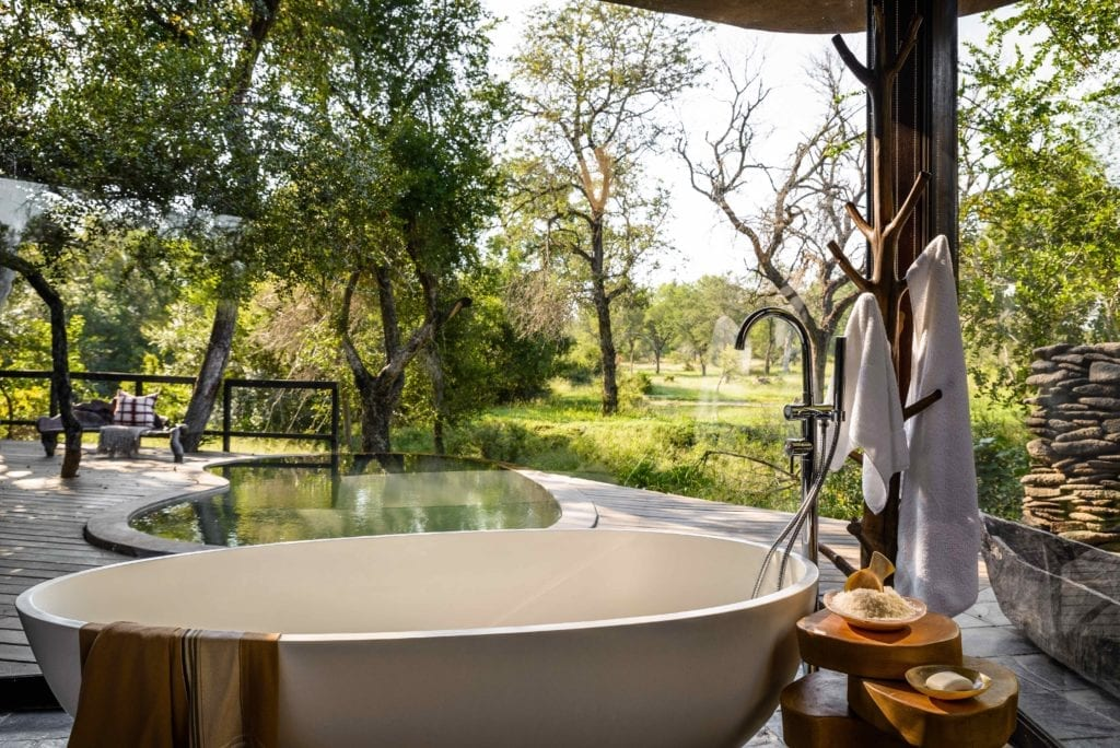 Singita Boulders Lodge ourdoor bath area