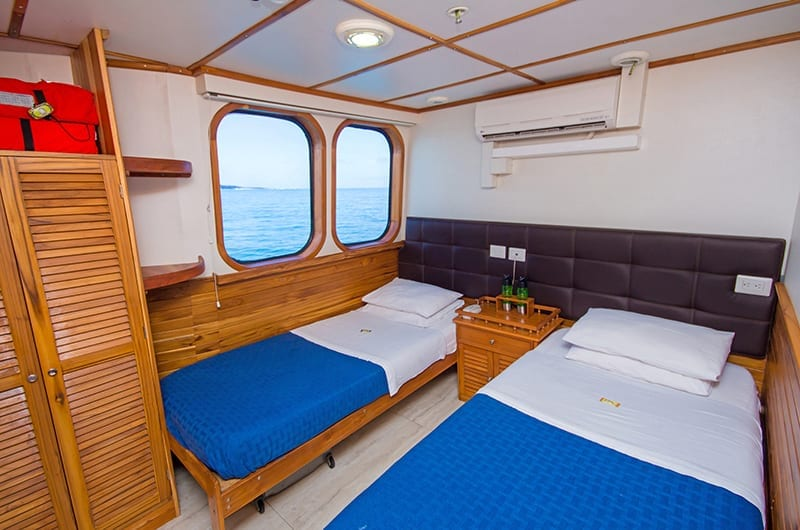 Twin bedroom on board Tip Top IV